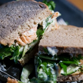 Avocado-Lachs-Sandwich